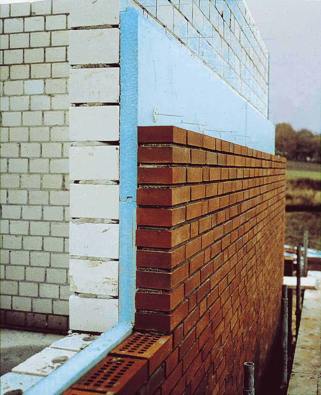 Керамзитобетонные блоки под пластиковые окна на балконе..